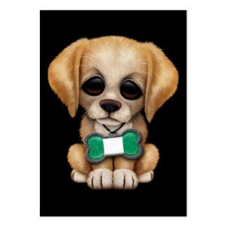Perrito lindo con la placa de identificación niger tarjetas de visita grandes