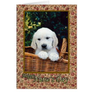 Perrito lindo del día de la enfermera pequeño en tarjeta de felicitación