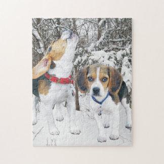 Perritos del beagle en las maderas Nevado Puzzle