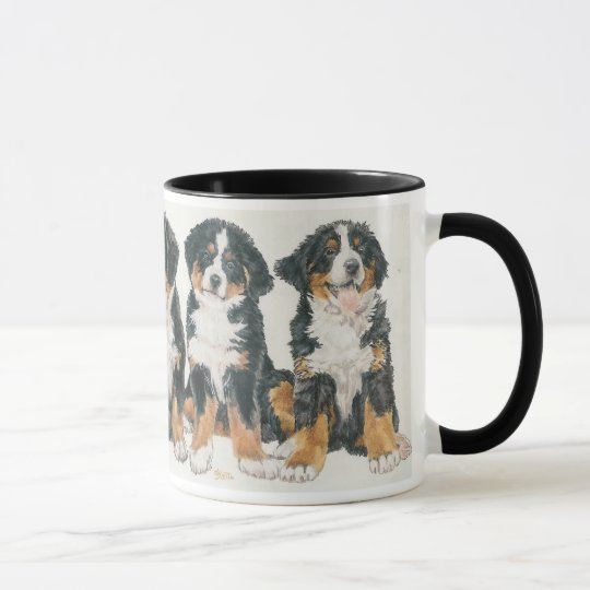 Perritos del perro de montaña de Bernese Taza