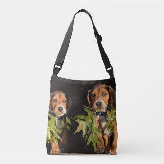 Perritos juguetones de los hermanos del beagle bolsa cruzada