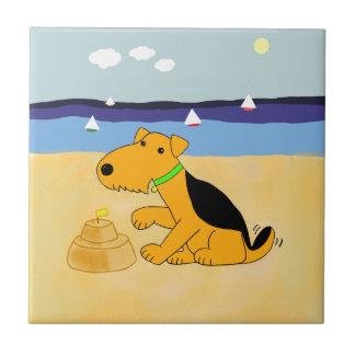 Perro de Kawaii Airedale Terrier en la teja de la