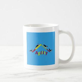 Perro de la agilidad taza de café