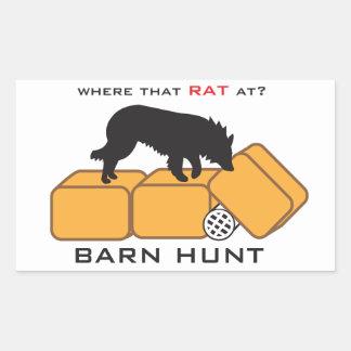 Perro de la caza del granero en las balas pegatina rectangular