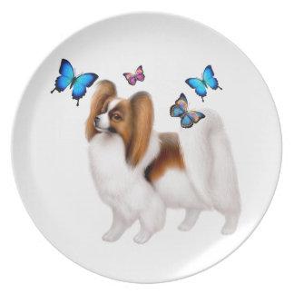 Perro de Papillon con la placa de mariposas Platos