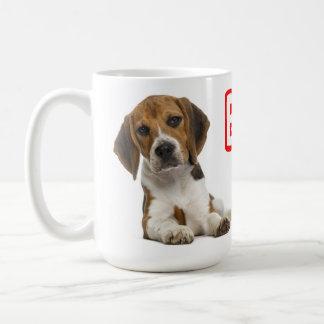 Perro de perrito del beagle - perrito rojo del taza de café