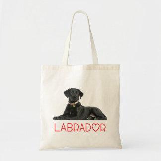 Perro de perrito negro del labrador retriever -