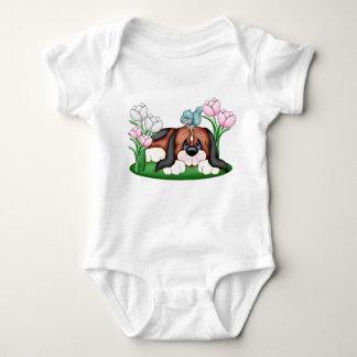 Perro de perrito soñoliento del beagle en jardín body para bebé