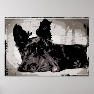 Perro del escocés que descansa con el fondo urbano póster