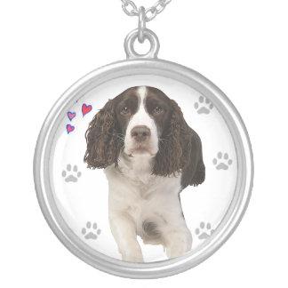 Perro del perro de aguas de saltador inglés collar plateado