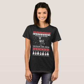 Perro del Pharaoh a través de la camiseta de la