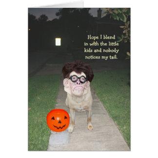 Perro divertido con la máscara humana Halloween Tarjeta De Felicitación