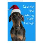 Perro divertido con la tarjeta de Navidad del gorr
