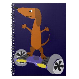 Perro divertido del Dachshund en Hoverboard Cuaderno