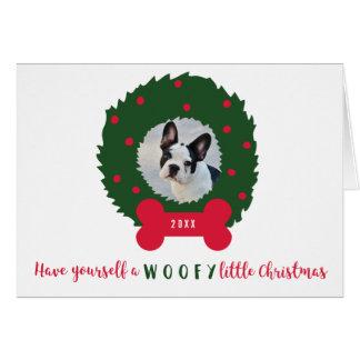 Perro divertido del navidad con la foto y la tarjeta de felicitación