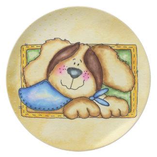 perro en una placa de la caja platos de comidas