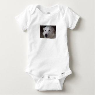 Perro hermoso de los grandes Pirineos Body Para Bebé