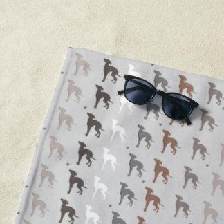 Perro Iggy del rescate de la toalla de playa del