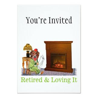 Perro jubilado que gandulea por el fuego invitación 12,7 x 17,8 cm