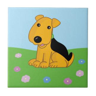 Perro lindo de Kawaii Airedale en baldosa cerámica