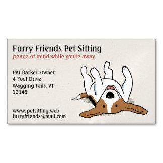 Perro lindo feliz del dibujo animado del beagle el tarjetas de visita magnéticas
