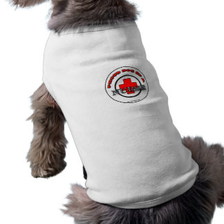 Perro orgulloso de una ropa del mascota de la enfe