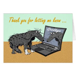 Perro triste y ordenador superior de felicitaciones