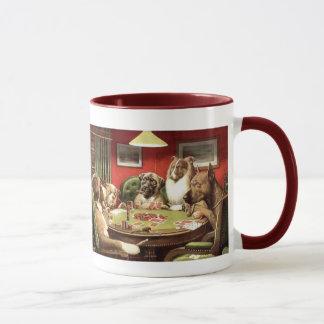 Perros divertidos que juegan las tazas de la taza
