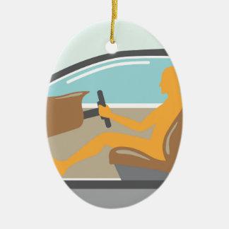 Persona de la vista lateral del coche ningún saco adorno navideño ovalado de cerámica