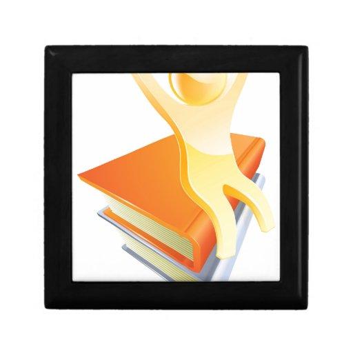 Persona en concepto de la educación de los libros caja de regalo