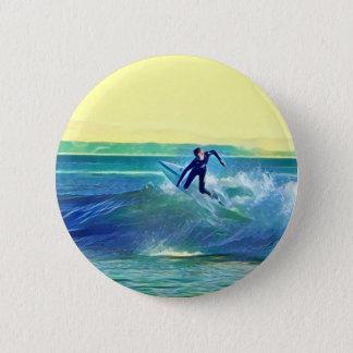 Persona que practica surf chapa redonda de 5 cm
