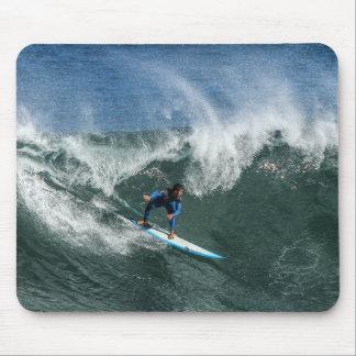 Persona que practica surf en la tabla hawaiana alfombrilla de ratón