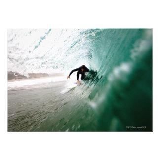 Persona que practica surf comunicado