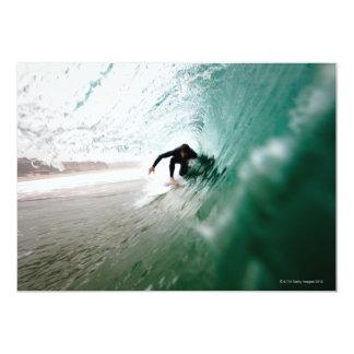 Persona que practica surf invitación 12,7 x 17,8 cm