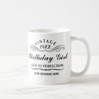 Personalice el cumpleaños divertido taza básica blanca
