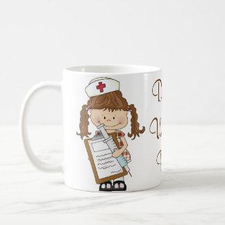 ¡Personalice los regalos triguenos de la enfermera Taza Básica Blanca