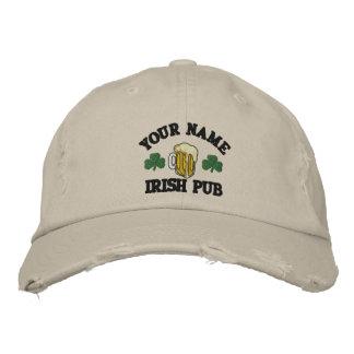 Personalizó su gorra bordado el Pub irlandés