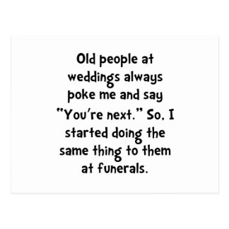 Personas mayores de los entierros postal