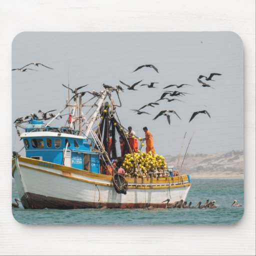 Perú, Los Organos. Barco de pesca en Los Organos Tapete De Ratón