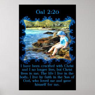 Pesca del bebé del 2:20 del galón en el río póster