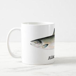 Pescados del salmón atlántico taza de café