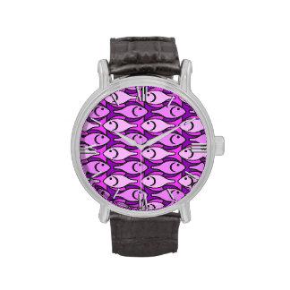 Pescados modernos rosa y violeta de los mediados relojes de mano