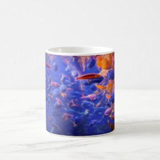 pescados, pescados, pescados, en una taza de café