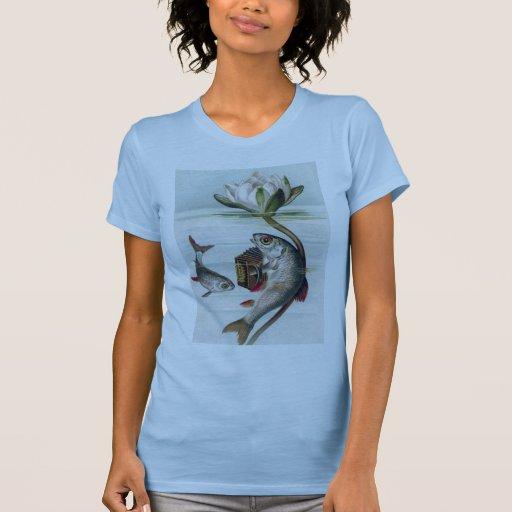 Pescados que juegan el lirio del acordeón y de agu camisetas