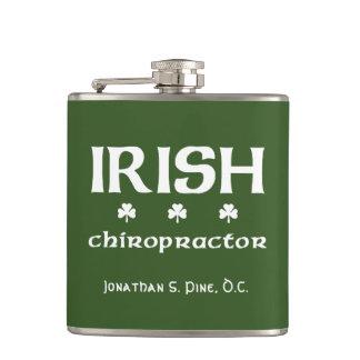 Petaca Chiropractor irlandés personalizado