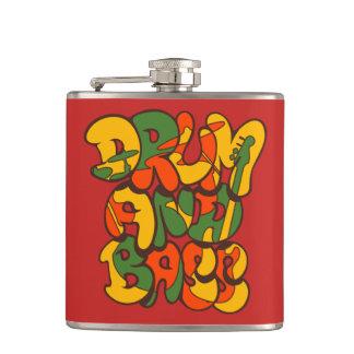 Petaca color del reggae del tambor y del bajo - logotipo,