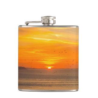 Petaca Costa de la puesta del sol con Sun anaranjado y