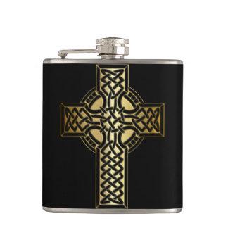 Petaca Cruz céltica del nudo en oro y negro