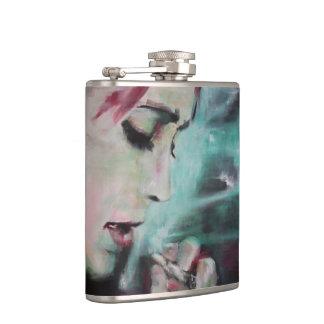 Petaca Humo del frasco, mujer con el cigarrillo