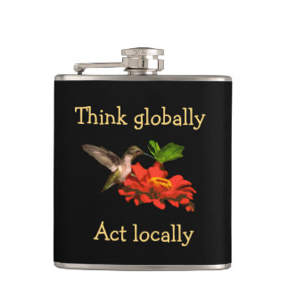 Petaca Piense global el frasco del colibrí del acto